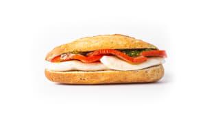 24. Queso mozzarella, tomate y pesto