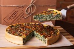 Французький пиріг з шпинатом, волоськими горіхами і крем-сиром (1100г)