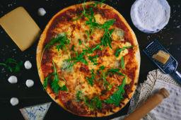 Pizza zgârie brânză
