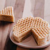 5 waffles clásicos sin gluten con forma de corazón