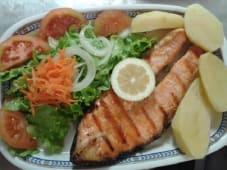 Salmão, Salada e Batata Cozida