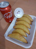 6 mini empanadas + salsa, + Coca-cola lata 354 ml