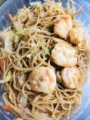 16.Spaghetti di riso con gamberi e verdure miste