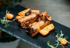 Медово-пряні свинячі ребра з пряною картоплею (350г)