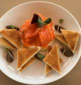Гравлакс з лосося, з вершковим маслом та топінадом з маслин (270г)