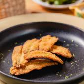 Boquerones fritos y ralladura de lime