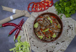Соба з телятиною та овочами