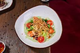 Салат з лососем, лемонграсом та соусом з руколи (170г)