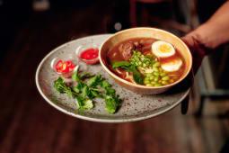 Суп Не Фо Бо з томленою телятиною та едамаме (330г)
