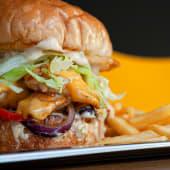 Chicken Burger + Pomfrit (549 rsd)