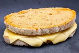 Tosta rústica de queijo