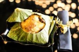 Poulet rôti parfumé dans le feuille lotus façon Guizhou