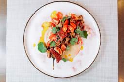 Печений баклажан з лисичками та хумусом (250г)