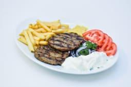 Bifteki - Burger cu vita si porc la farfurie