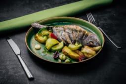 Дорадо, запечена з овочами (450г)