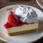 Cheesecake clásico de frutilla (porción)