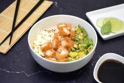 Sushi salad langostinos rebozados, palta y Philadelphia