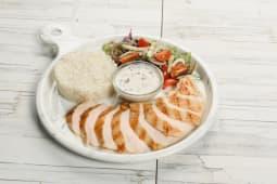Куриное филе с рисом и грибным соусом