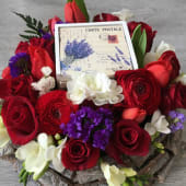 Aranjament floral festiv elegant cu trandafiri