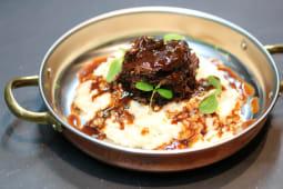 Rabo de boi estufado à antiga com risotto de pêra e lima