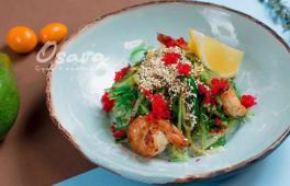 Салат з чукою і смаженими креветками (180г)