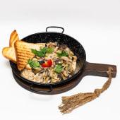 Чорноморські рапани з грибами у вершково-сирному соусі