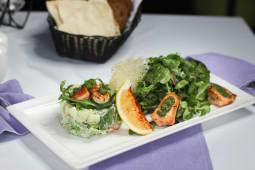 Салат з авокадо, креветками і сьомгою (300г)