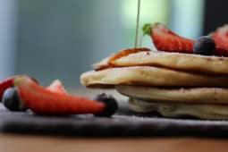 Pancakes cu fructe proaspete
