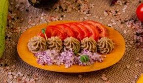 Salata de vinete cu rosii si paine prajita