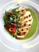 Куряче філе з соусом із зеленого горошка (370г)