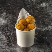 Bolitas de maíz fritas con cerdo