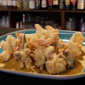 Fritto di calamari e gamberi in semola di grano duro con carciofi
