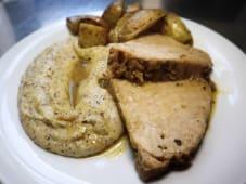 Stinco di maiale con patate al forno e polenta