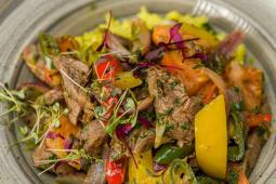 Tochitura de vita cu legume si chimion, orez cu zucchini si curcuma