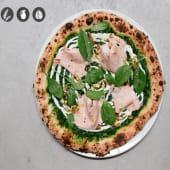 Pizza de mortadela con pistachos