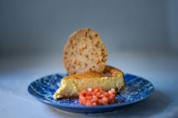 Tarta de queso con panela y teja almendra