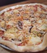 Pizza de Abacaxi e Cogumelos Frescos Média