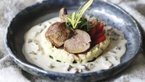 Турнедо із телятини з картопляним пюре під вершковим соусом (350г)