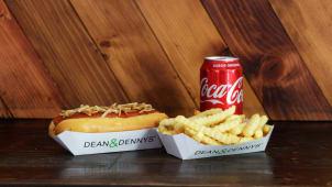 Hot dog con papas y bebida