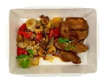 Качина грудка з хібачі овочами та соусом теріякі (170/100г)