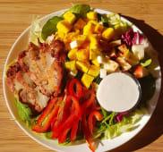 SałatkaMango z kurczakiem grillowanym