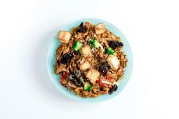 Локшина з овочами та смаженим тофу (400г)