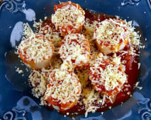 Rondelli de fiambre e queijo com molho de tomate