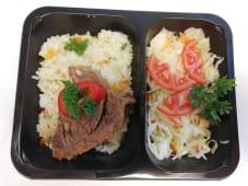 Antricot de vacuta la tava cu orez si salata de varza