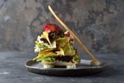 Салат з лососем і соусом з манго (260г)
