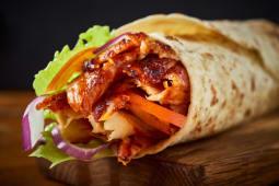 Kebab w cienkim cieście - kurczak