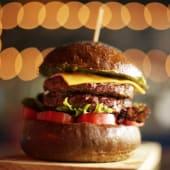 La doble burger + acompañamiento de camote