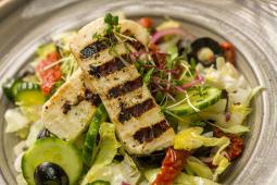 Salata cu branza Halloumi crocanta