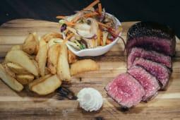 Biftek s hrskavim krumpirom