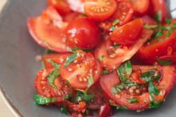 Салат із червоних томатів (330г)